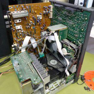 -Fi Kompaktanlage demontiert